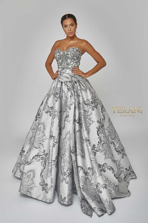 Couture bead embellished ball gown. 1921M0501