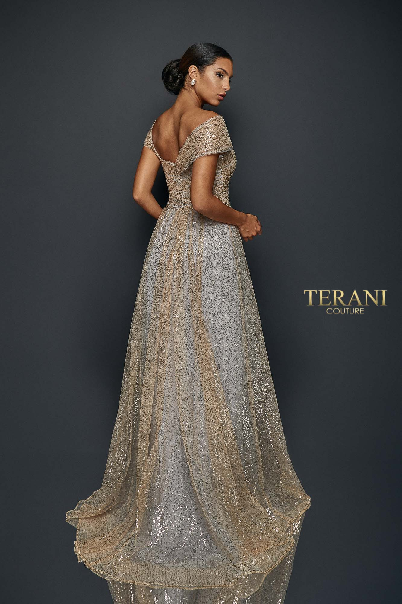 Long sequin pleated gown - 1922E0212