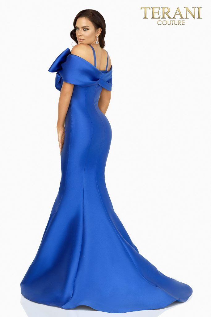 Style: Figure hugging mermaid Mikado evening gown with a dramatic bow tie – 2012E2279